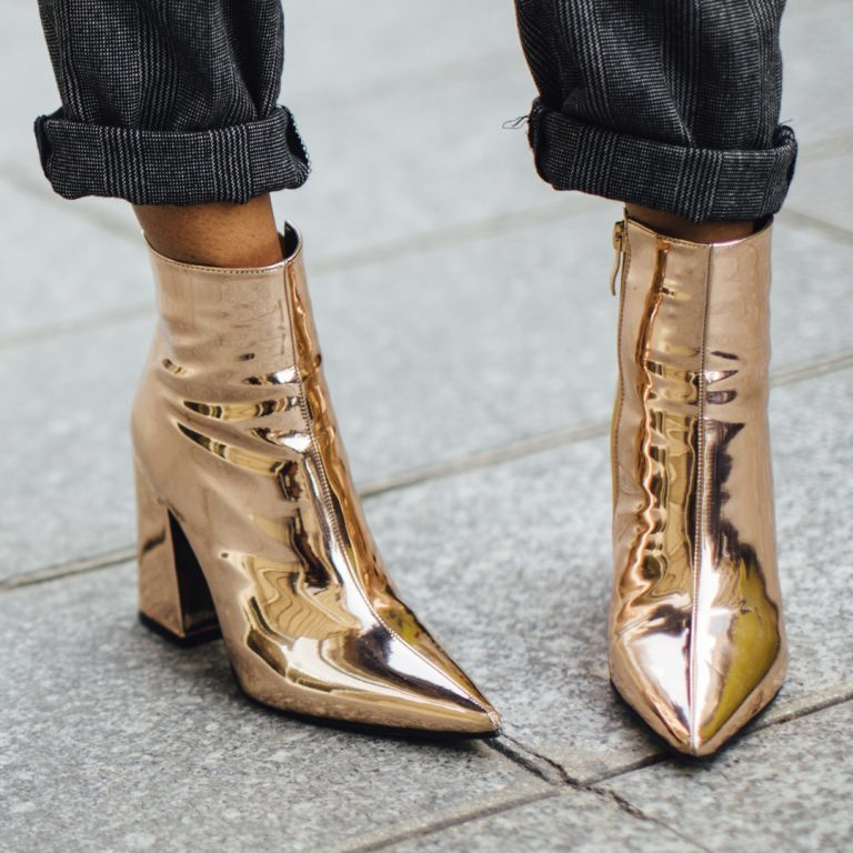 quite nice 4d94c 392a5 Combining Metallic Shoes - this is how you style the trend