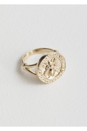 & OTHER STORIES Bee Embossed Pendant Ring