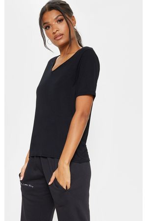PRETTYLITTLETHING Basic V Neck T Shirt
