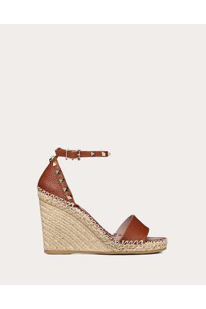 VALENTINO GARAVANI Women Wedges - Rockstud Double Grainy Calfskin Wedge Sandal 95 Mm Women Bright Cognac/poudre Calfskin 100% 39