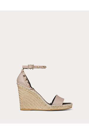 Valentino Rockstud Double Grainy Calfskin Wedge Sandal 95 Mm Women Pale 100% Pelle Di Vitello - Bos Taurus 35