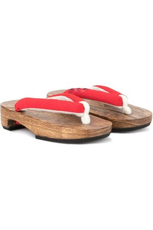 Familiar Wooden sandals