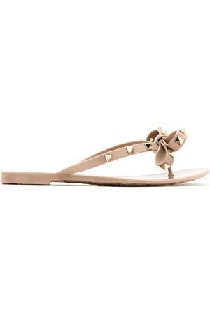 VALENTINO GARAVANI Rockstud bow sandals - Neutrals