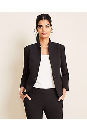 ANN TAYLOR The Petite Notched Blazer in Seasonless Stretch