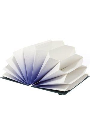 Hay Men Plissé Folder
