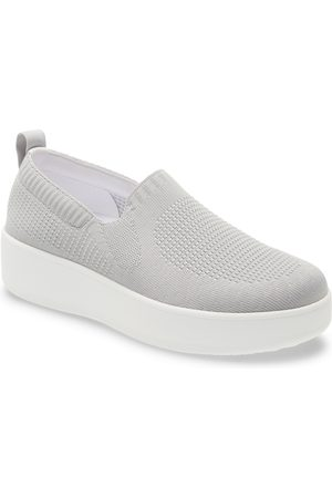 TRAQ BY ALEGRIA Women's Qaravan Platform Slip-On Sneaker