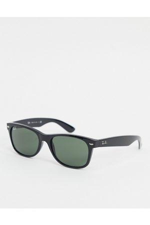 Ray-Ban Wayfarer medium frame sunglasses 0rb2132