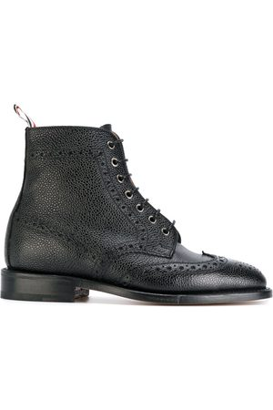 Thom Browne Wingtip Brogue Boot With Leather Sole In Pebble Grain