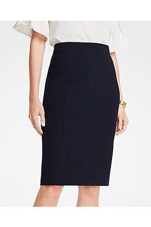 ANN TAYLOR Petite Seasonless Stretch Seamed Pencil Skirt Size 00 Perfect Navy Women's