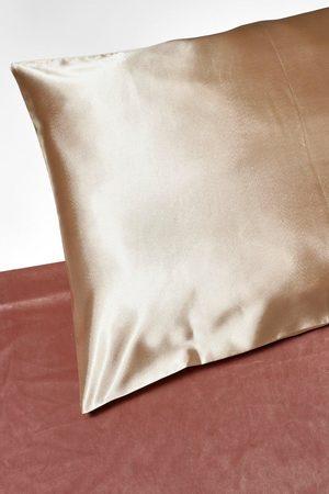 Boohoo Womens Satin Super Soft Hair Protect Pillowcase - - One Size