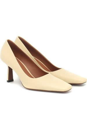 Neous Doritis leather pumps
