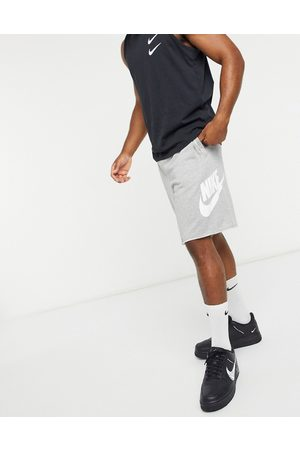 Nike Alumni logo shorts in