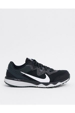 Nike Juniper Trail sneakers in