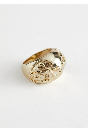 & OTHER STORIES Embossed Signet Ring