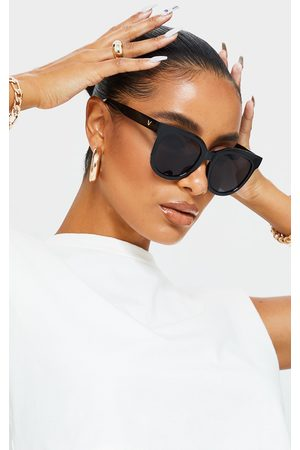 PRETTYLITTLETHING Glossy Round Sunglasses