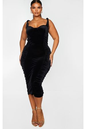 PRETTYLITTLETHING Plus Velvet Extreme Ruched Side Detail Midi Dress