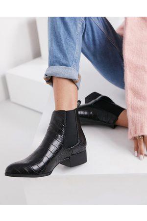 Monki Ofelia vegan leather chelsea boots in