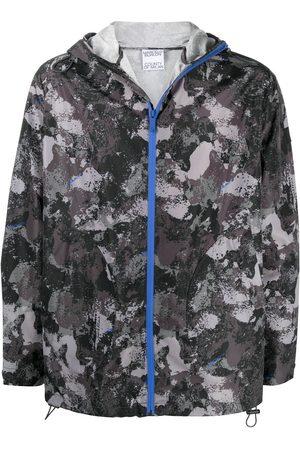 MARCELO BURLON Camouflage print hooded windbreaker - Grey