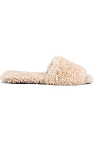 Raye Shearling Sandal in Neutral.