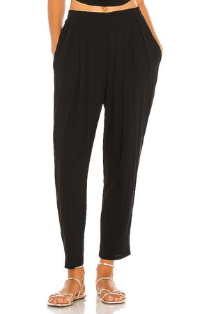 Indah Tanah Solid 80s Pleated Trouser in .
