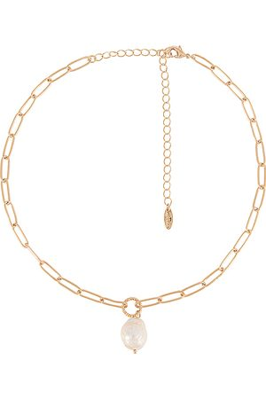 Ettika Pearl Pendant Necklace in Metallic .