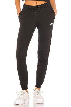 Nike NSW Essential Fleece Pant in .