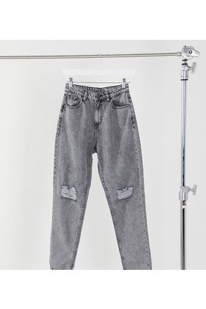 Noisy May Exclusive mom jeans with high waist and destroyed knees in light denim-Grey