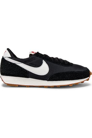Nike Daybreak Sneaker in Black.