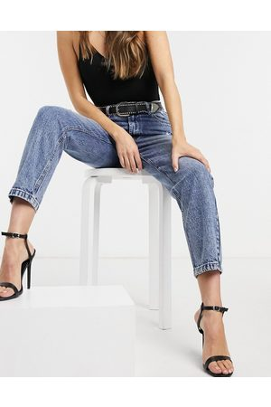 Signature High waisted mom jean in mid wash