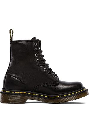 Dr. Martens Iconic 8 Eye Boot in .