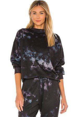 Onzie Boyfriend Sweatshirt in Black,Blue.