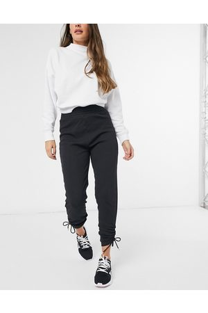 HIIT Cropped sweatpants with drawstring ruching in
