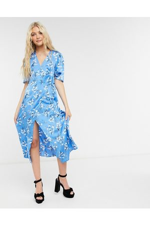 Liquorish Midi dress with short sleeves in blue floral print-Blues