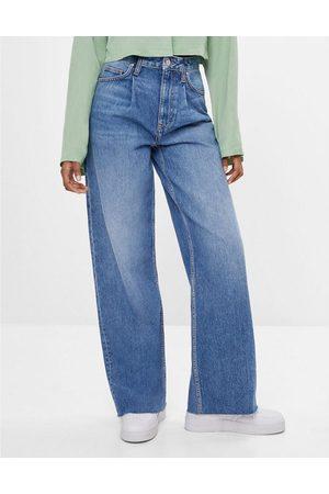 Bershka 90s wide leg baggy jeans in