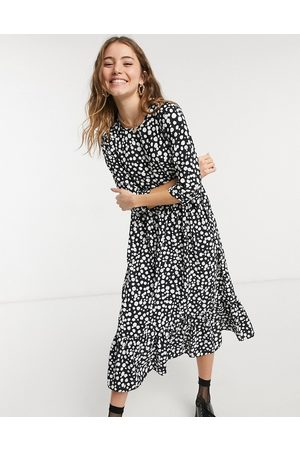 Style Cheat Long sleeve tiered smock midi dress in dotted print