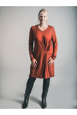 Elsewhere Clothing ELSEWHERE LONG SLEEVE SHIFT JERSEY DRESS SPICEY