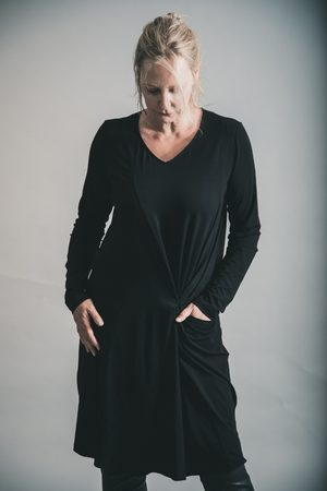 Elsewhere Clothing ELSEWHERE LONG SLEEVE JERSEY SHIFT DRESS
