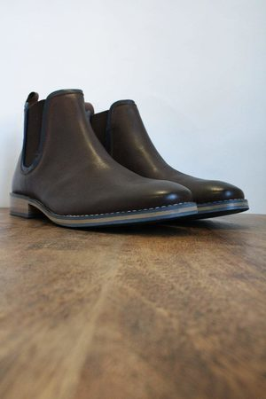 Front Stanford Leather Chelsea Boots