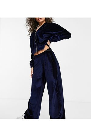 Fashionkilla Exclusive velour wide leg pants in navy-Blues