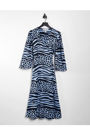 Liquorish Women Casual Dresses - Midi wrap dress in blue animal print-Blues