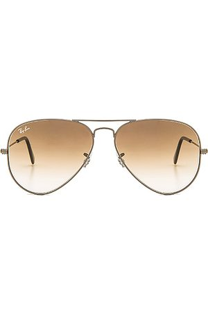 Ray-Ban Aviator Gradient in Metallic Silver.