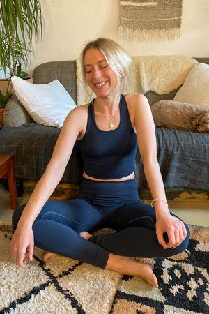 Gai and Lisva Women T-shirts - Gai + Lisva Lifa Stretch Limo Yoga Top