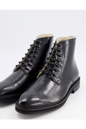 ASOS Lace-up Boots - Lace up boots in patent leather with sherpa lining