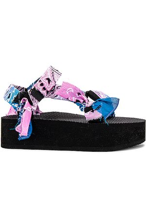 Arizona Love Trekky Platform Sandal in Pink.