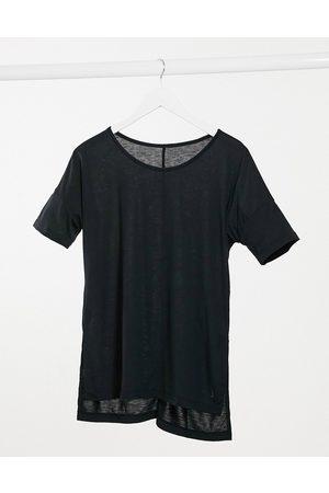 Nike Nike Yoga dry layer T-shirt in