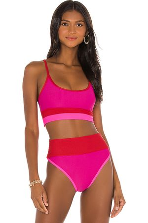 BEACH RIOT Eva Bikini Top in Fuchsia.
