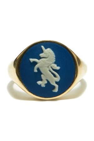 Ferian Women Rings - Portland Wedgwood Cameo & 9kt Gold Signet Ring - Womens