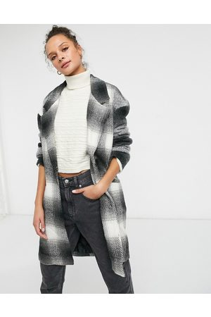 Liquorish Boxy straight coat in and white plaid