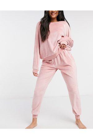 Chelsea Peers Long sleeved sweatshirt and sweatpants pajama set