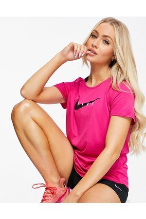 Nike Nike Runing Swoosh miler t-shirt in